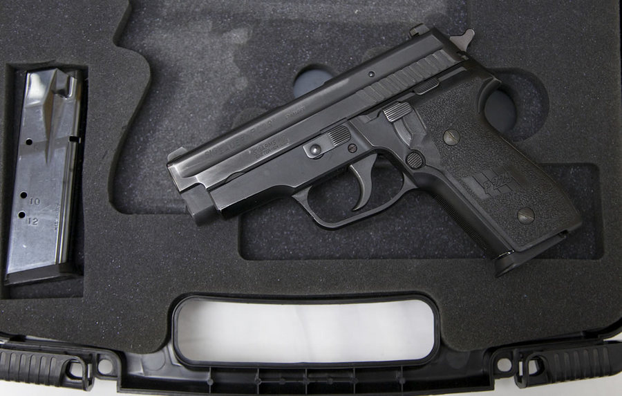 P229 40SW POLICE TRADE-INS WITH CASE