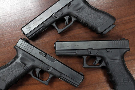 GLOCK 22 40SW POLICE TRADES WITH 1 MAG (GEN3)