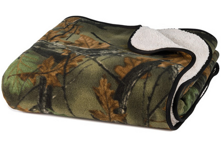 SOFT TOUCH REVERSIBLE CAMO BLANKET