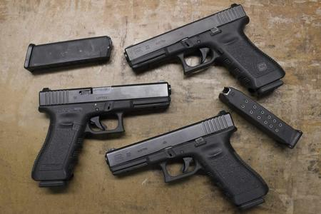 GLOCK 22 40SW POLICE TRADES WITH 2 MAGS (GEN3)