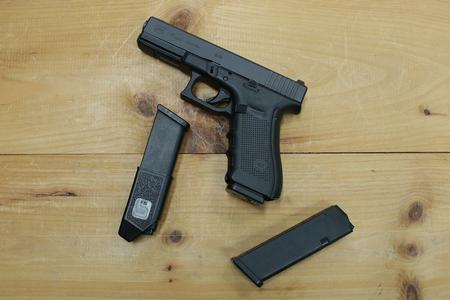 GLOCK 17 GEN4 9MM POLICE TRADE-INS (GOOD)