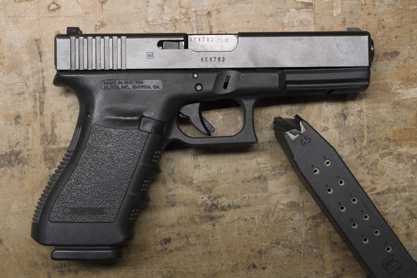 glock model 21 45 acp police trades with 2 magazines gen